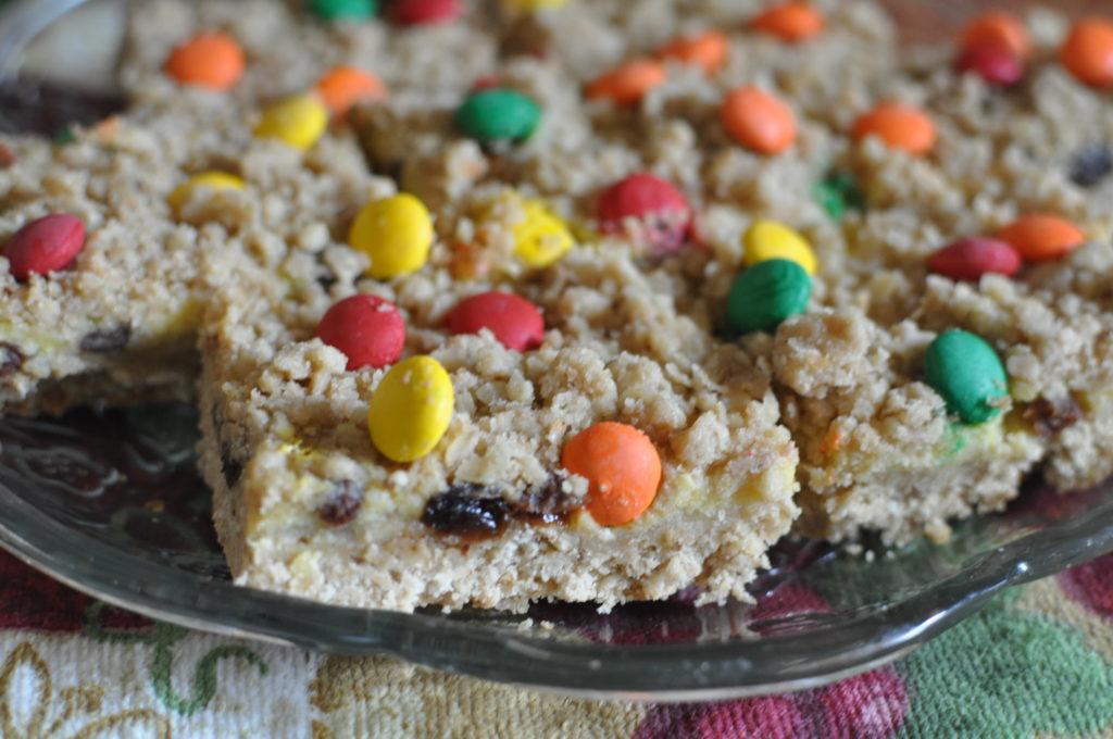 The Amish Cook:  Julia's Sour Cream Raisin Bars